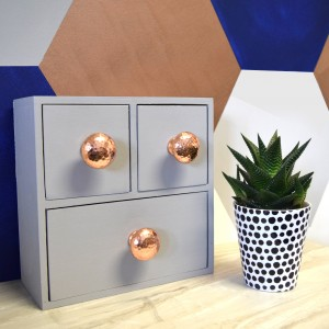 copper_hammer_cupboard_knobs_on_chest_1