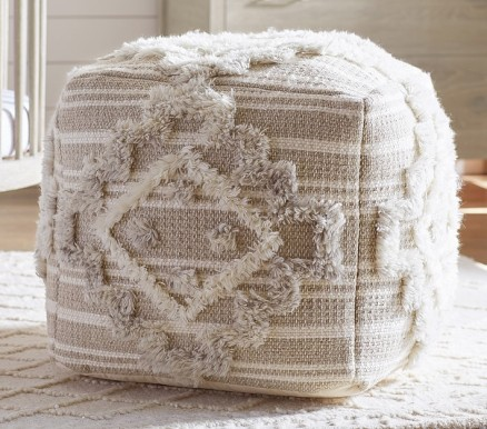 moroccan-tufted-pouf-o